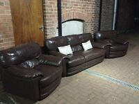 DESIGNER LEATHER 3 PIECE SUITE 3+1+1 IN EXCELLENT CONDITION FREE LOCAL DELIVERY AVAILABLE