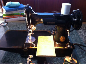 classic Singer 221K Featherweight Sewing Machine with case