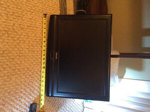 Daytech TV/DVD all in one with wall mount.