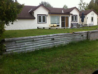Sauble Beach Cottage -close to beach/downtown.