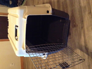 Dog kennel/crate - Essentials from PetSmart, medium/large dogs