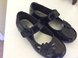 Size toddler 9 black shoes
