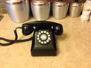 Reproduction Antique 1940's Black Desk Phone