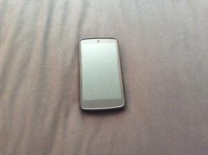 Cellulaire LG Nexus 32gb avec case