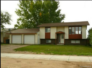 3 bdrm, pet friendly house for rent in Osler; Available Dec 15