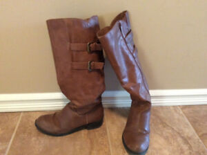 Very new women knee high boots size 7 US