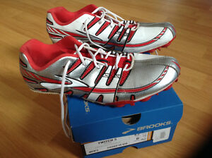 Brooks track running spikes, mens size 8.5, perfect condition!