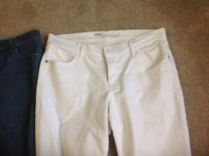 3 Pair Of Ladies Capri/Clam Digger Pants Old Navy, Denver Hayes