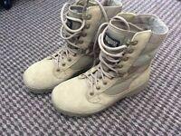 Magnum Lightweight Desert Boots size 4M