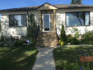 FURNISHED MAIN FLOOR BUNGALOW IN WESTMOUNT
