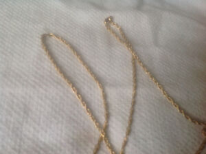 10 kt yellow gold necklace 23 inches long