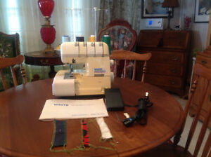 SERGER SEWING MACHINE, WHITE ELECTRONIC 2000ATS SUPERLOCK