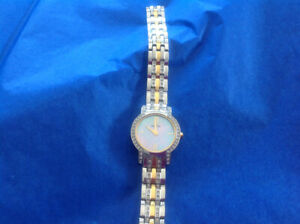 Citizen eco drive women femmes two-tone crystals, WR