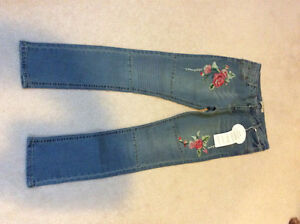 BNWT Brand new embroidered jeans tag is still on