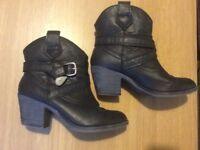 ROCKETDOG BOOTS - Size 4
