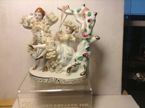 EXQUISTE COURTING SCENE FIGURINE JAPAN OLD RED MARK EXTRA FINE D