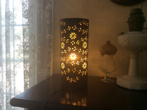 PRETTY TABLE TOP LAMP BROWN SUEDE SHADE WORKS GREAT!