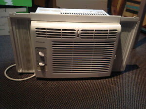 Air conditioner (in window style)