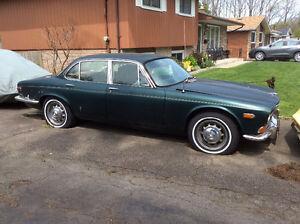 1972 Jaguar XJ6 Green Sedan