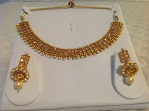 Gold-colored diamond necklace with drop earrings