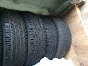 4 pneus P275/65R18 Brigestones  4 Saisons