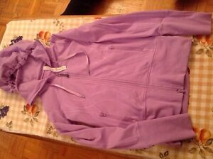 LULULEMON SIZE 2 Tights  and Stride Jacket EXCELLENT CONDITION  Kingston Kingston Area image 6