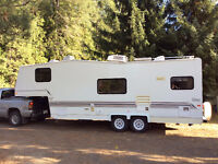 1999 26' Triple E topaz 5th wheel - With rear kitchenette!