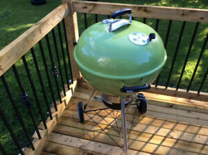 Brand new never used Webber Charcoal bbq master touch 22 inch