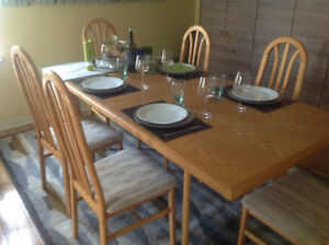Dining Room Table/Chairs/Credenza