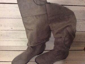 Forever 21 Grey Boots Size 7.5 NEW London Ontario image 3