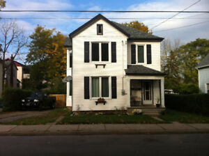 2 Bedroom, 1 bath, backyard in Downtown Grimsby $1500 inclusive