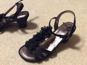 One time worn Kenneth Cole black girls shoes size 13