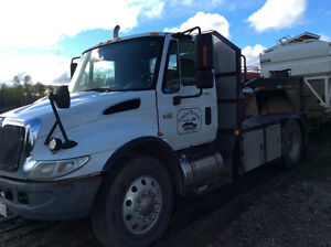 2003 International 4400 DTE 466 day cab single axle
