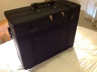 Joblot clearance bankrupt stock glasses/jewellery cases salesman suitcase