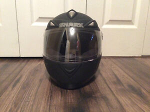 WOMAN'S MOTORCYCLE HELMET WITH GLOVES