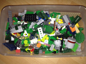 Box of over 1000 Legos