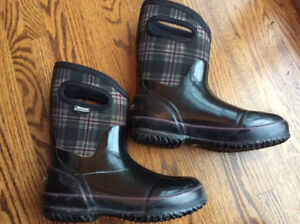 BOGS-Women's size 6 insulated winter plaid mid classic boots