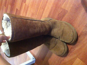 Women's Ugg Boots- size 8 Kingston Kingston Area image 1