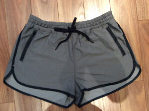 LULULEMON SHORT EN TENCEL