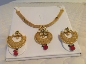 Elegant Gold finished royal look necklace and earrings set