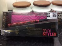 Diva mini styler and hair straightener
