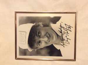 WAYNE GRETZKY AUTOGRAPHED PICTURE FROM 1986 !!! ONE OF A KIND OR