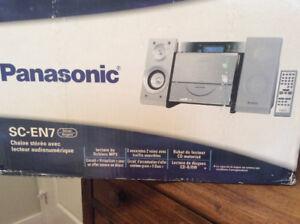Mini chaîne stéréo Panasonic avec lecteur audionumérique.