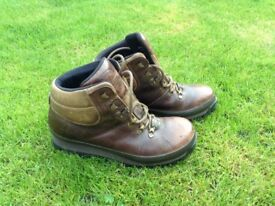 Ladies Leather Classic Walking/Hiking Boot Size 6-6.5