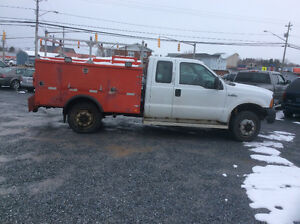 2005 Ford F-350 4x4 utility truck will be inspected 300 km $5500