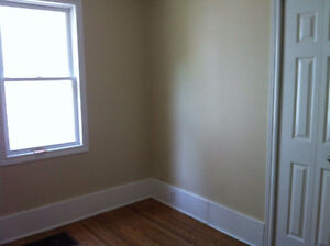 4 Bedroom: Queen's Students Only, Main Level of Duplex Kingston Kingston Area image 4