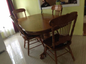 100% Solid Oak dinning table and chairs can deliver