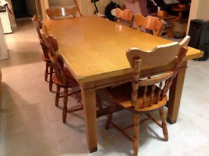 ANTIQUE SOLID OAK TABLE & 6 WOODEN CHAIRS: $600 OBO