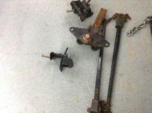 Heavy duty trailer hitch.  Incl sway bars and trailer clamps
