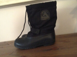 Boys youth size 6 winter boots